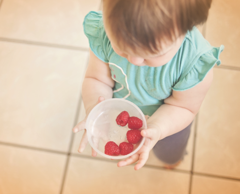 Child-raspberry-bowl